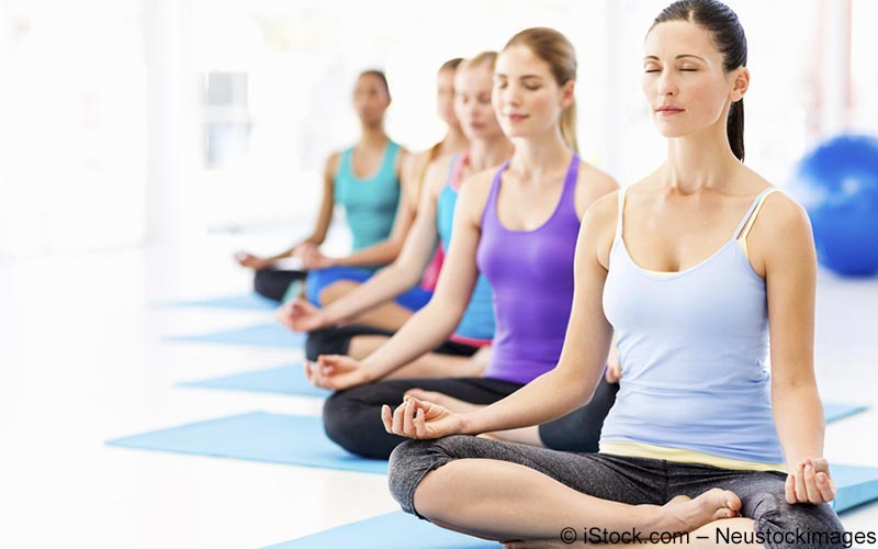 Frauengruppe beim Yoga