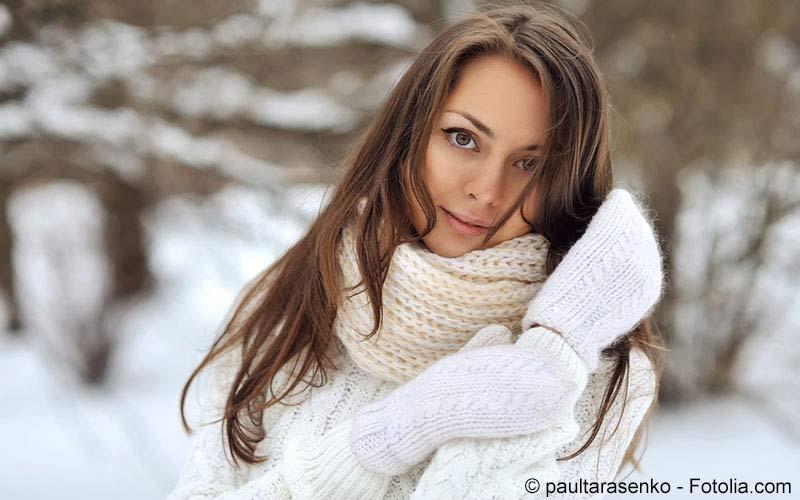 Frau mit Winterpullover