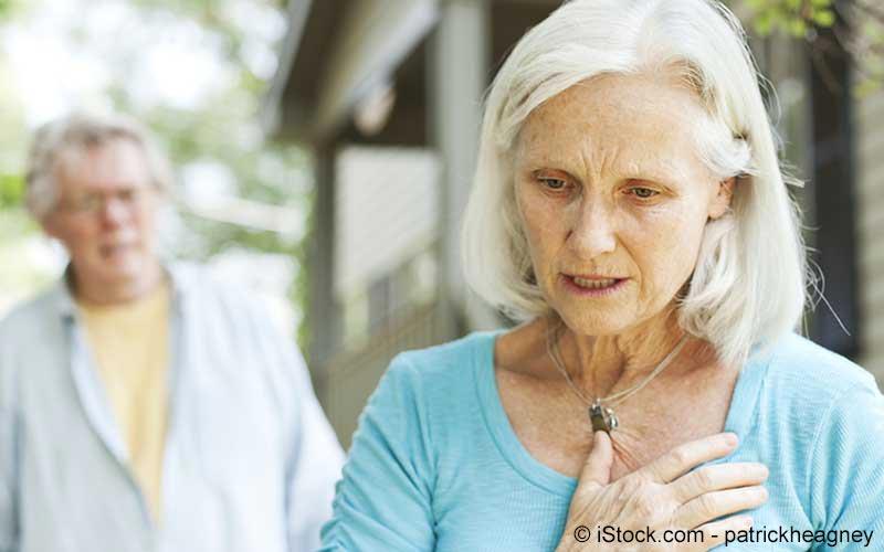 Ältere Dame mit plötzlich auftretenden Brustschmerzen