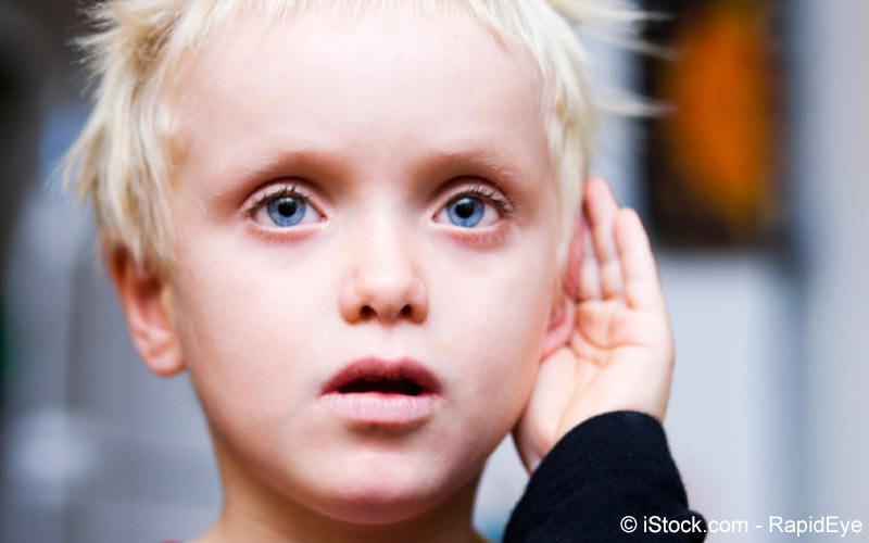 Kind mit Gehörlosigkeit