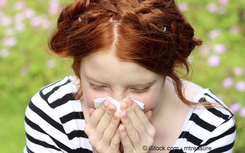 Frau mit Heuschnupfenallergie