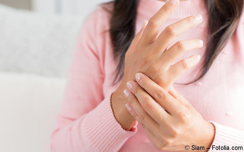 schmerzen im mittelfingergelenk