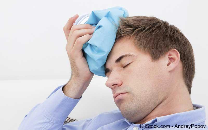 Kopfschmerzenabkühlung durch Eisbeutel