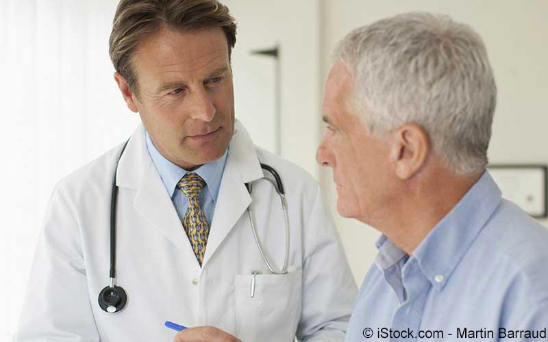 Arztgespräch mit einem älteren Herr